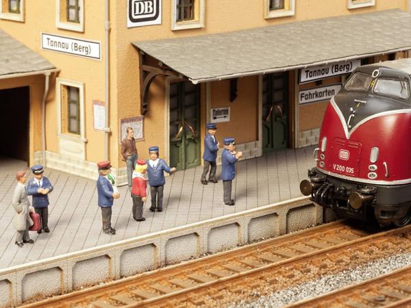 Noch 12800 - On the Platform