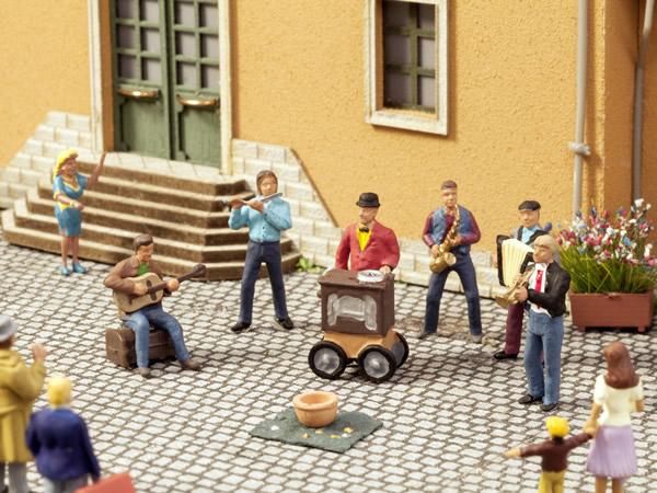 Noch 12820 - Street Musicians