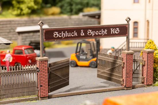 Noch 14234 - Gate with Brick Columns