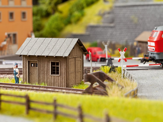 Noch 14440 - Small Track House
