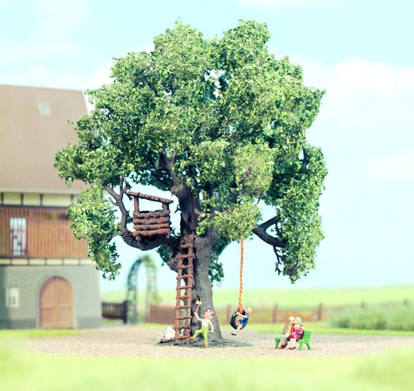 Noch 21768 - Oak with Treehouse