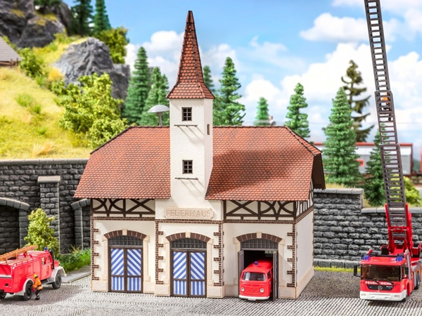 Noch 66380 - Fire Station with micro-sound Siren