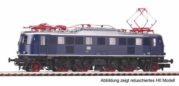 Piko 40307 - German Electric Locomotive E18 of the DB