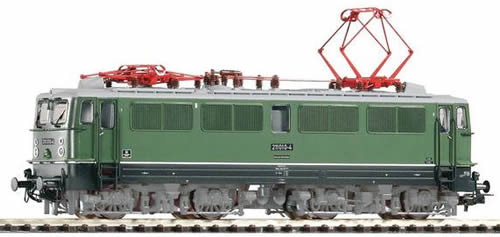 Piko 51039 - German Electric Locomotive E211 of the DR