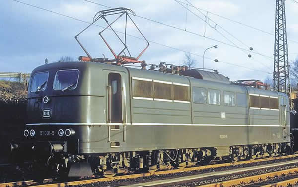 Piko 51301 - German Electric Locomotive BR 151 of the DB