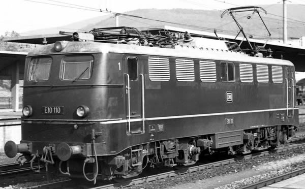 Piko 51730 - German Electric Locomotive BR E 10 of the DB