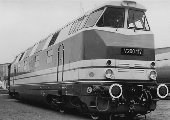 Piko 52573 - German Diesel Locomotive V 200 117 GFK of the DR - red/beige (Sound Decoder)