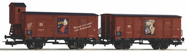 """Piko 58373 - Set of 2 covered freight cars """"Fit"""""""