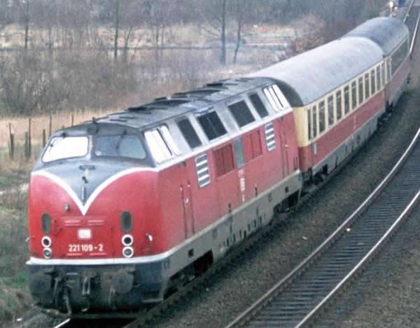 Piko 59116 - Starter Set - German Diesel Locomotive BR 221 & Passenger Cars of the DB (Sound)