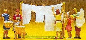 Preiser 10050 - Women hanging laundry  5/