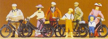Preiser 12129 - 1900s cyclists standing