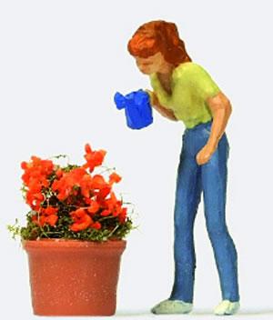Preiser 28103 - Watering the Flowers