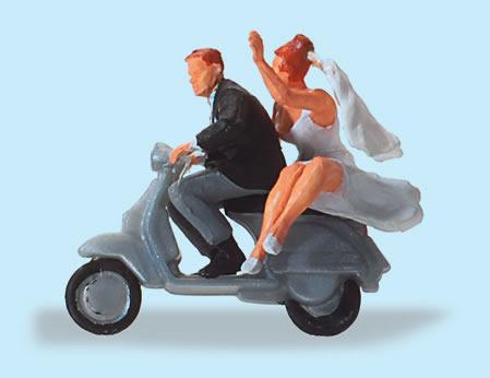 Preiser 28150 - Wedding Couple on Vespa