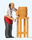 Preiser 28192 - Man Pouring Draft Beer