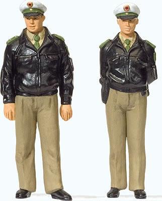 Preiser 44900 - Standing police officers in green uniform