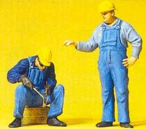 Preiser 45076 - Workman standing/welding
