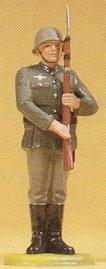 Preiser 56003 - Germ officer present arms