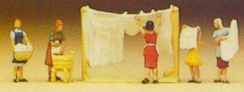 Preiser 79050 - Women hanging wash     5/
