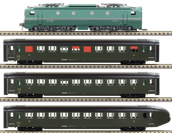 REE Modeles CM-004 - French Electric Locomotive Class CC 7102 with 3 DEV U46 C10 Coaches of the SNCF