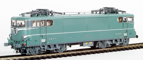 REE Modeles MB-083SAC - French Electric Locomotive Class BB 9232 of the SNCF Green, Paris-SO without Skirt, Red Ligth Era I