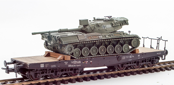 REI Models 6870049 - German Leopard 1 loaded on a six axle DB flat car