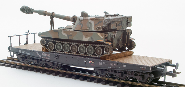 REI Models 6870151 - USA Camoflaged M109 A2 howitzer loaded on a six axle DB flat car