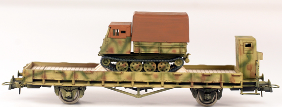 REI REI00131 - Raupenschlepper Ost Track Tractor on flat car