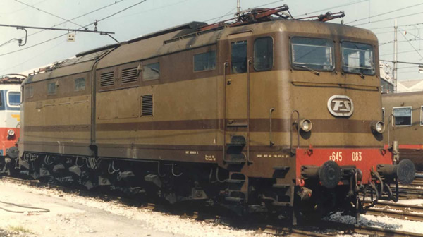 Rivarossi HR2872S - Italian Electric locomotive E.645, castano/isabella of the FS (DCC Sound Decoder)