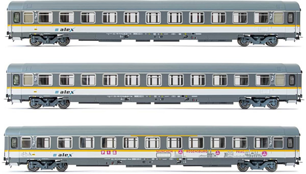 Rivarossi HR4293 - 3pc 2nd Class Passenger coaches type UIC-Z