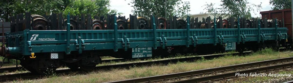 Rivarossi HR6486 - 4-axle stake wagon type Res, loaded with covered bogies