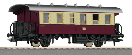 Roco 54334 - German 2nd Class Passenger Carriage of the DR