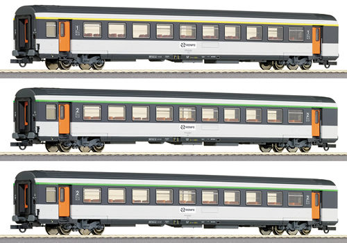 Roco 64044 - 3 -piece set of passenger coaches RENFE