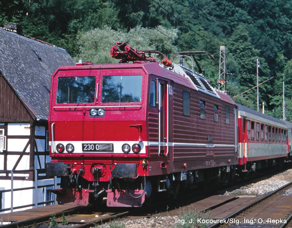 Roco 71220 - German Electric locomotive class 230 of the DR (DCC Sound Decoder)