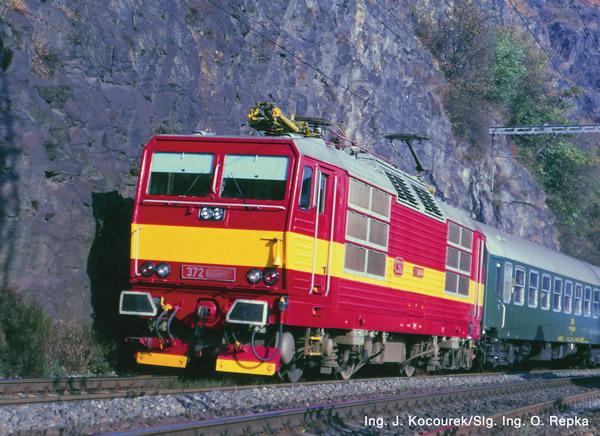 Roco 71221 - Czech Electric locomotive class 372 of the CSD