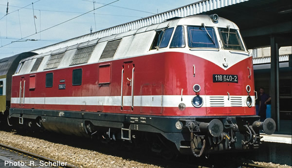 Roco 73892 - Diesel locomotive class 118, DR