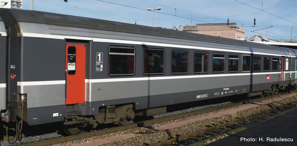 """Roco 74537 - 1st class """"Corail"""" saloon coach"""