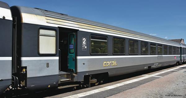 """Roco 74539 - 2nd class """"Corail"""" saloon coach"""