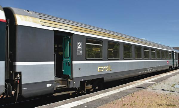 """Roco 74541 - 2nd class """"Corail"""" saloon coach"""
