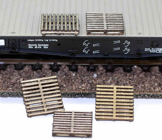 RSM 872001 - Pack of Five 1/87 or 1/72 Scale Wooden Pallets