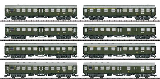 Trix 23437 - Set with 8 Umbauwagen / Rebuild Cars in a Display