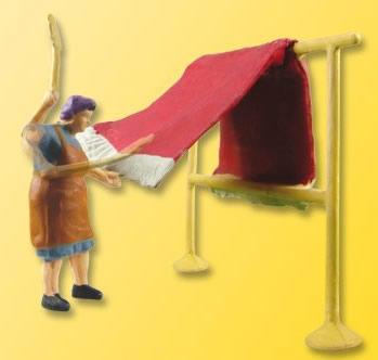 Viessmann 1523 - H0 Farmgirl with carpet beater, moving