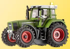 H0 Tractor FENDT with illumination and yellow blinking light, functional model